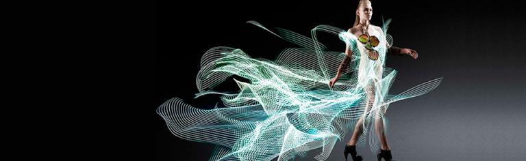 Vestidos de luz: light painting em fotografia de moda e produtos (via FFW)