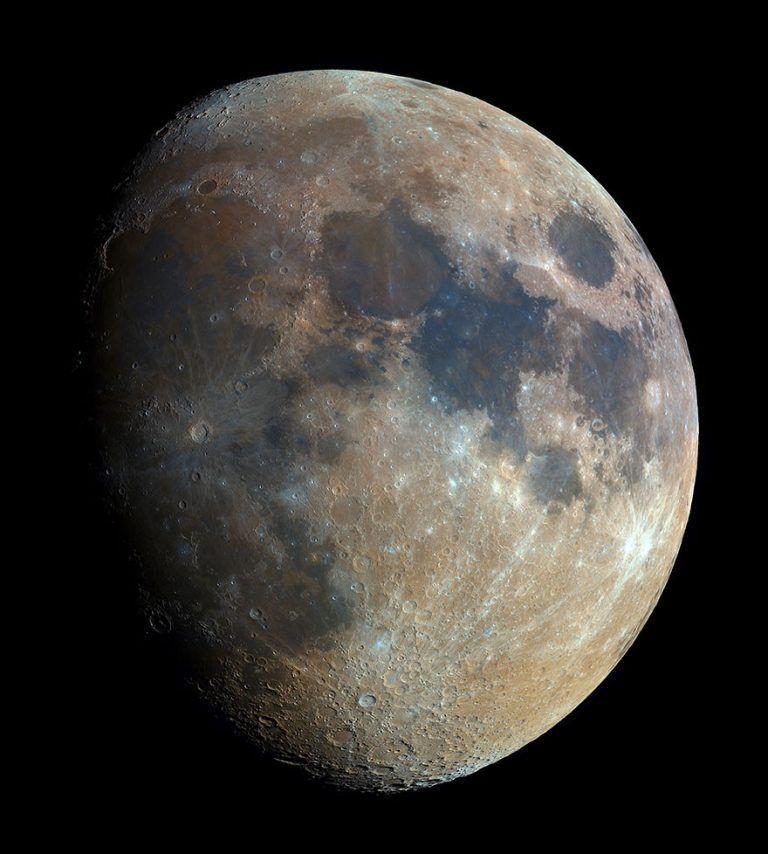 Fotógrafo amador junta 32 mil fotos para criar imagem da lua em alta resolução