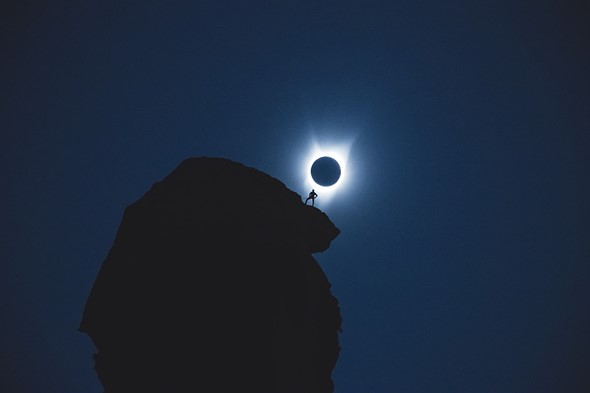 A foto do eclipse e do escalador